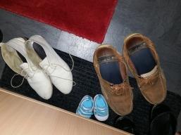 Schuhe ausziehen!