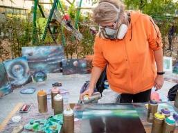 Live Spray Painting bei der kurzen Nacht der Streetart