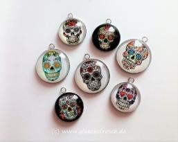 Anhänger Skull mit Textilband