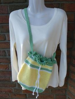 gehäkelte Tasche/Umhängetasche aus Baumwollgarn gelb-weiß-grün