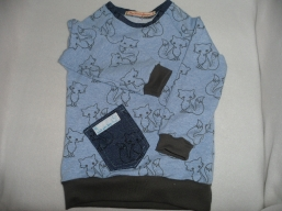 Kuschlige Mitwachshose und Shirt aus Sweatstoff  mit Füchsen.