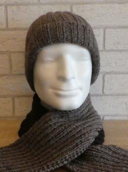 Mütze und Schal (Acryl/Wolle) braun