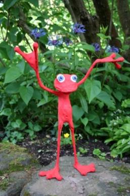Roter Frosch im Grünen