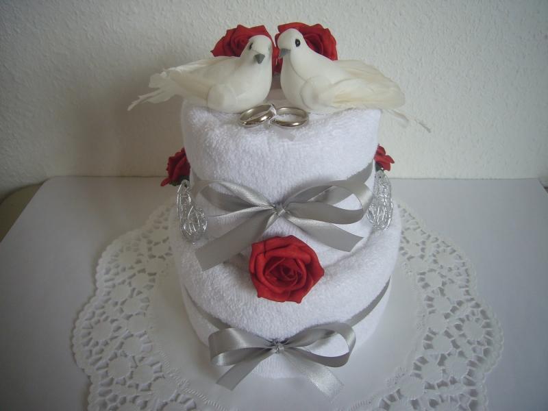 - Hochzeitsgeschenk Tauben rote Rosen Handtuchtorte - Hochzeitsgeschenk Tauben rote Rosen Handtuchtorte