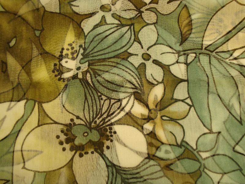Kleinesbild - Loop Schlauchschal Rundschal handegemahct aus Crepe Ciffon Blumenmuster grüntöne weiß