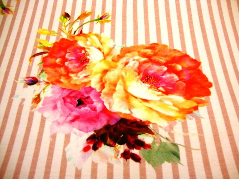 - Baumwolljersey große farbenfrohe Blumen auf altrosa weiß gestreift - Baumwolljersey große farbenfrohe Blumen auf altrosa weiß gestreift