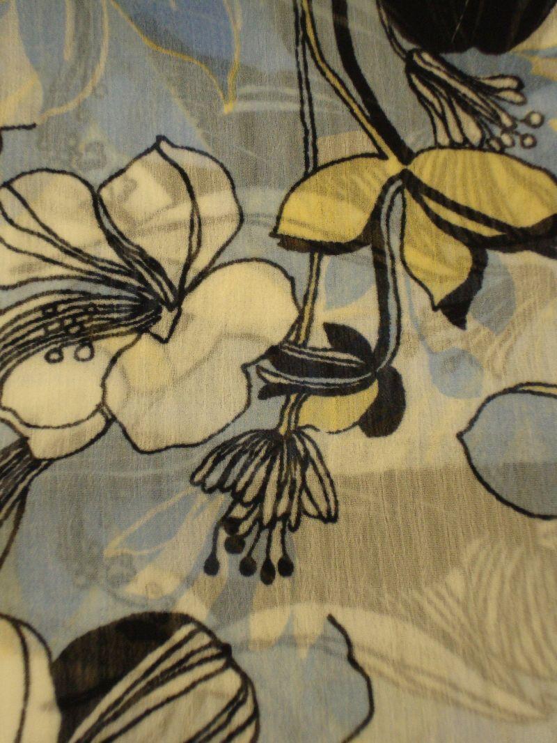 """Kleinesbild - Schlauchschal Loop Rundschal handgefertigt aus Crepe Ciffon """"Doris"""" Blumenmuster weiß hellblau blau"""