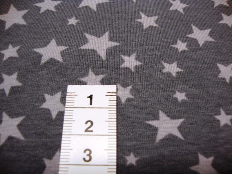 - Baumwolljersey mit hellgauen Sternen auf grauen Untergrund - Baumwolljersey mit hellgauen Sternen auf grauen Untergrund