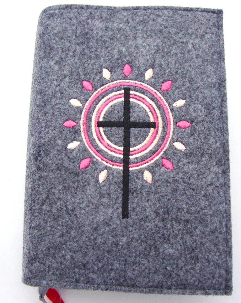 - Gotteslobhülle handgefertigt aus 3mm Filz graumeliert mit Strahlen, Kreisen und Kreuz Kommunion Geschenke - Gotteslobhülle handgefertigt aus 3mm Filz graumeliert mit Strahlen, Kreisen und Kreuz Kommunion Geschenke