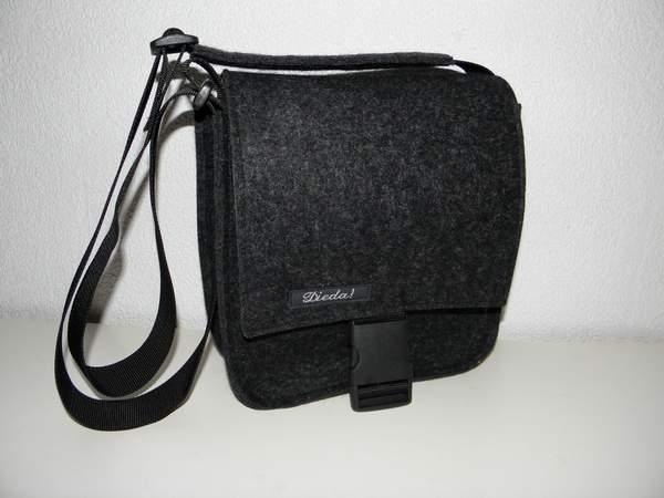 - Filztasche, quadratisch, Tasche aus Wollfilz zum Umhängen, schlicht, handgemacht von Dieda, kaufen - Filztasche, quadratisch, Tasche aus Wollfilz zum Umhängen, schlicht, handgemacht von Dieda, kaufen