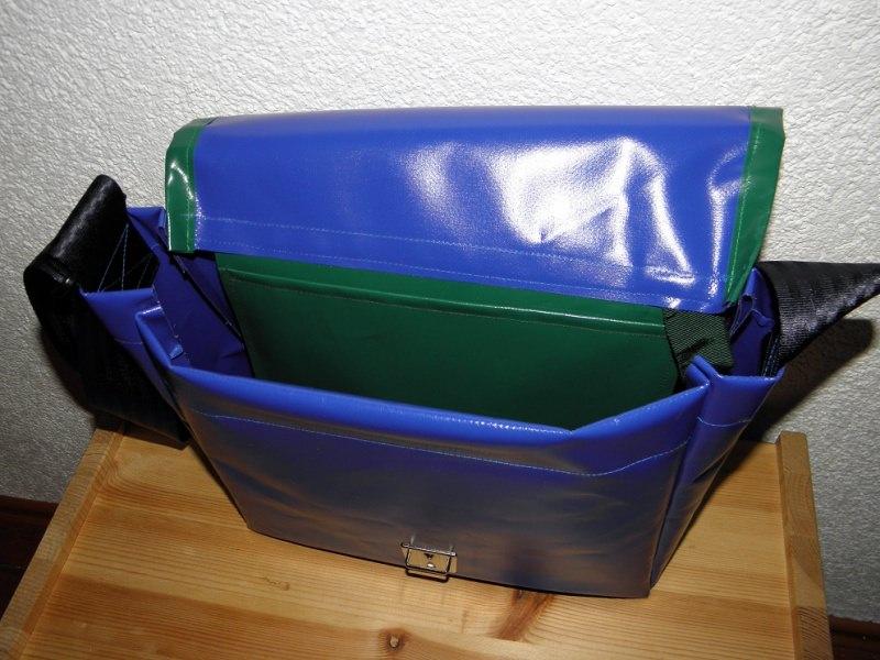 Kleinesbild - Umhängetasche aus LKW-Plane, blau und grün, Plane, Planentasche, Reißverschlussfach, eine Dieda