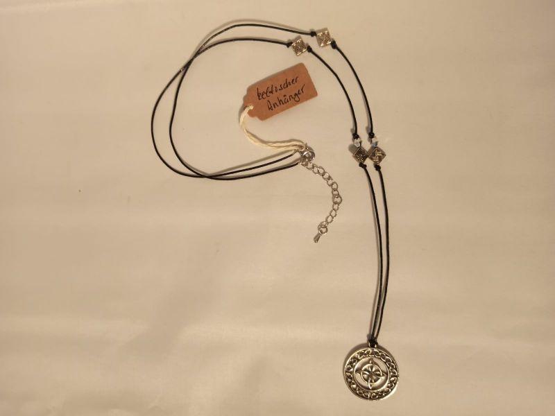 Kleinesbild - Halskette mit keltischem Anhänger an Lederband