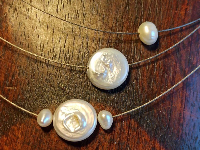 Kleinesbild - Kurzkette dreisträngig Biwaperlen-Münzen in weiß