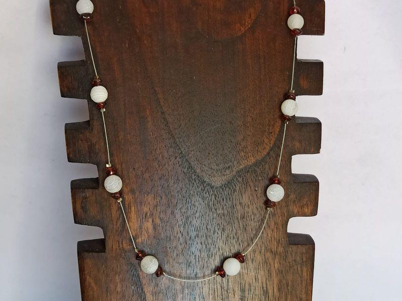 Kleinesbild - Zierliche Kette mit weißem Achat und Granat-Splittern