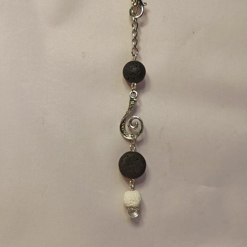 Kleinesbild - Duftschmuck/Aromaschmuck Auto-Bedufter Lava schwarz/weiß mit Ornament-Anhänger