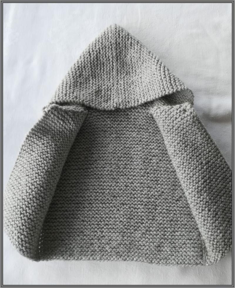 Kleinesbild - handgestrickte Baby-Weste mit Kapuze, Gr. 62/68