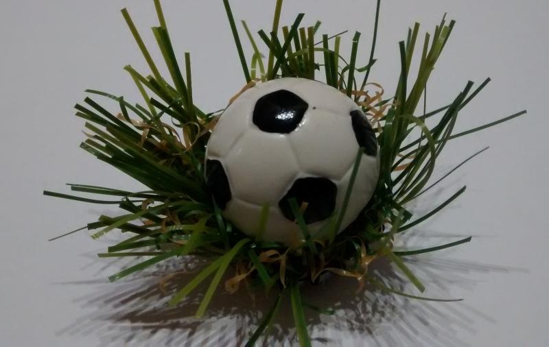 Kleinesbild - Handgefertigtes Magnet-Set aus 3 recycelten Kronkorken und Kunstrasen