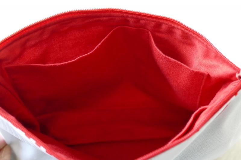 Kleinesbild - Universaltäschchen mit Innentaschen - Upcycling aus Werbebanner / Kopfkissen