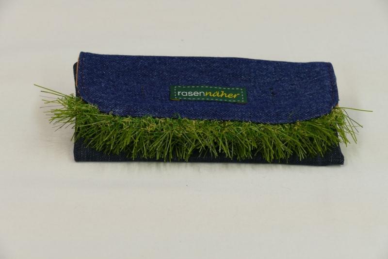 - Mäppchen mit Rasenkante - Upcycling aus Jeans / Cord / Kunstrasen - Mäppchen mit Rasenkante - Upcycling aus Jeans / Cord / Kunstrasen