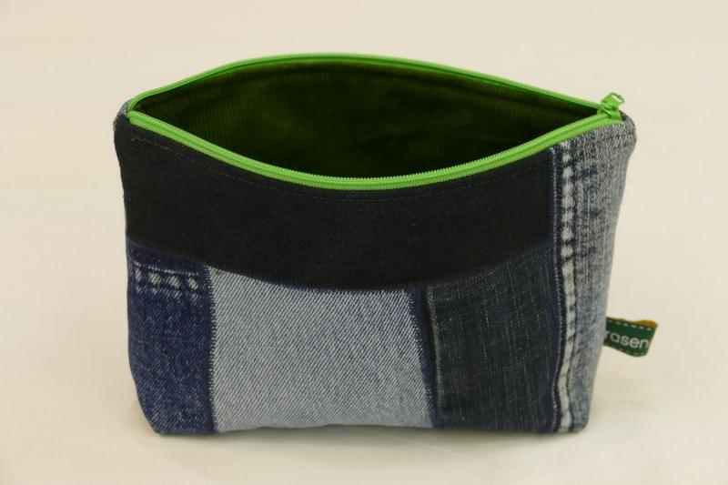 Kleinesbild - Universaltäschchen - Upcycling Jeanshosenteile mit grünem Cordfutter