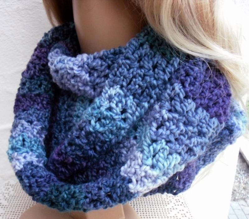 Kleinesbild - Megan ♥  Rundschal, Loop, Schal in violett, blau, grün - 100% Polyacryl