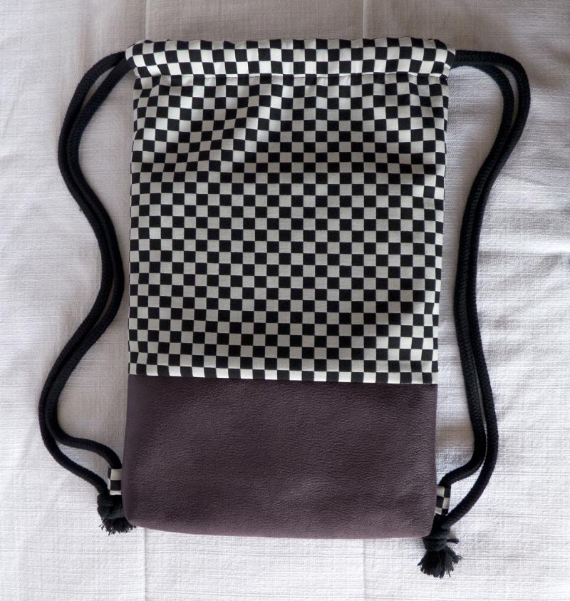 Kleinesbild - stilvoller Turnbeutel ♥Schachbrett♥ schwarz-weiß mit Kunstleder in Büffeloptik aubergine/lila