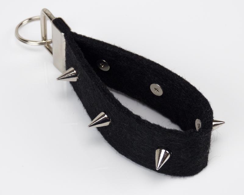 - Schlüsselanhänger ♥Punk♥ schwarzer Filz mit spitzen Nieten - Schlüsselanhänger ♥Punk♥ schwarzer Filz mit spitzen Nieten