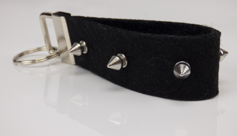 Kleinesbild - Schlüsselanhänger ♥Spike♥ schwarzer Filz mit Ziernieten