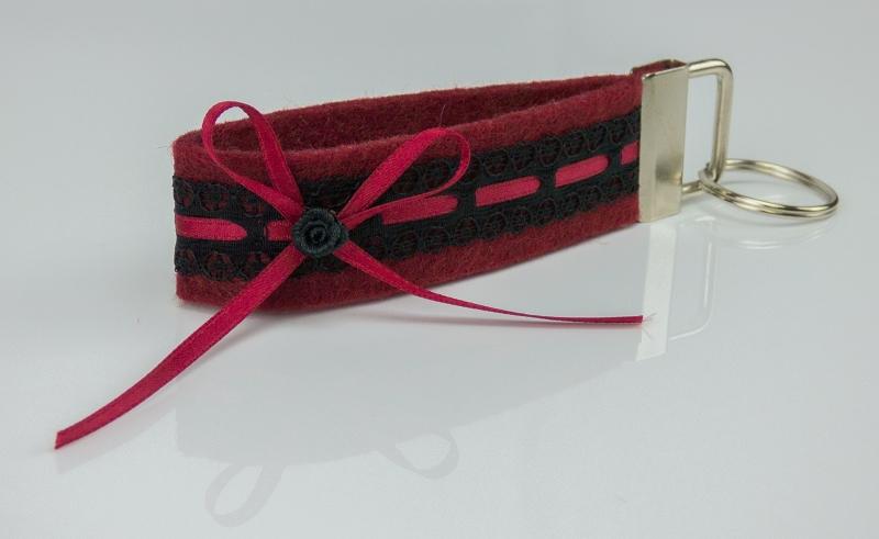 - Schlüsselanhänger ♥Strumpfband♥ roter Filz mit schwarzer Spitze und Satinröschen - Schlüsselanhänger ♥Strumpfband♥ roter Filz mit schwarzer Spitze und Satinröschen