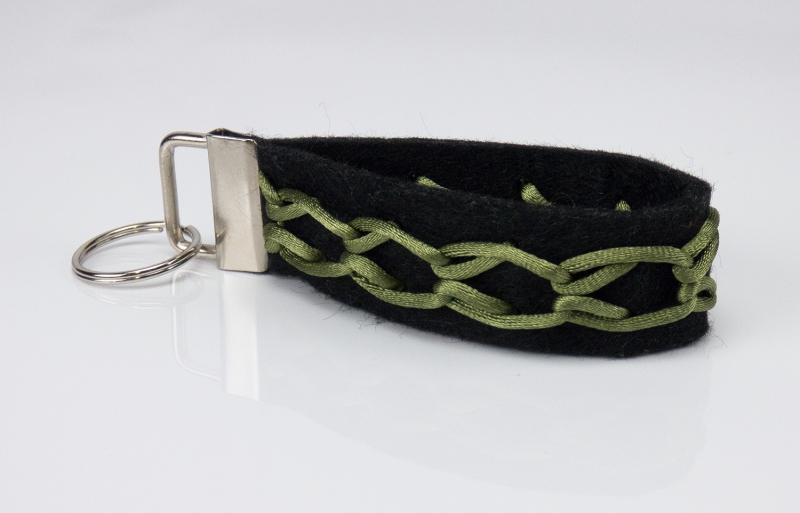 - Schlüsselanhänger ♥Greeny♥ schwarzer Filz mit Flechtmuster grün - Schlüsselanhänger ♥Greeny♥ schwarzer Filz mit Flechtmuster grün