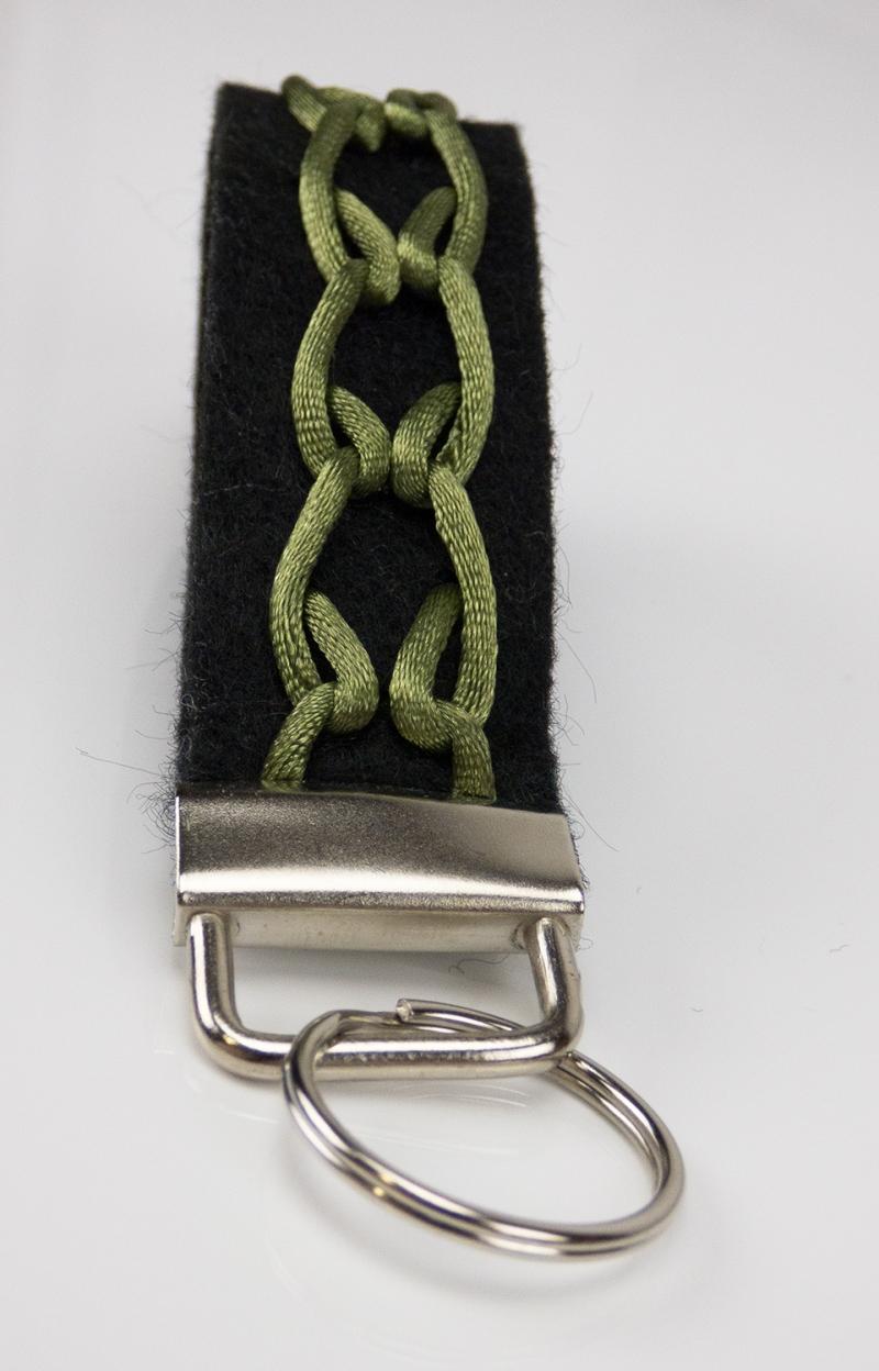 Kleinesbild - Schlüsselanhänger ♥Greeny♥ schwarzer Filz mit Flechtmuster grün
