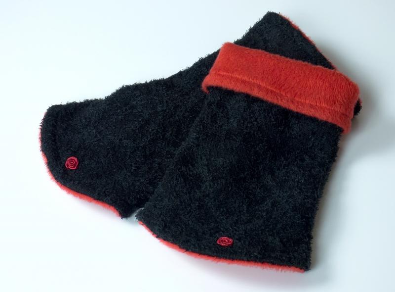 Kleinesbild - Kapuzenschal-Set XL ♥ Kapuzenschal und Armstulpen im Set ♥ zum Wenden ♥ in schwarz und rot ☆ Versand kostenlos innerhalb DE