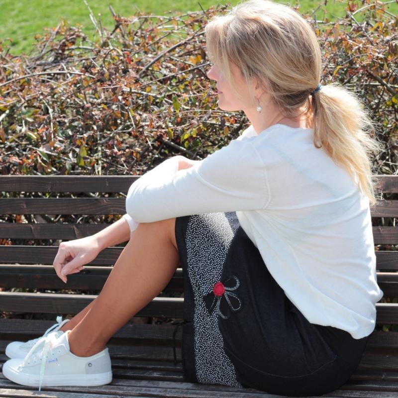 sneakers for cheap e9f9e ea989 schwarz weißer Rock, Rock nach Maß, Sommerrock, knielanger Rock, horizontal  geteilt, Rock mit Tasche, A-Form Rock, handgemachte Bestickung