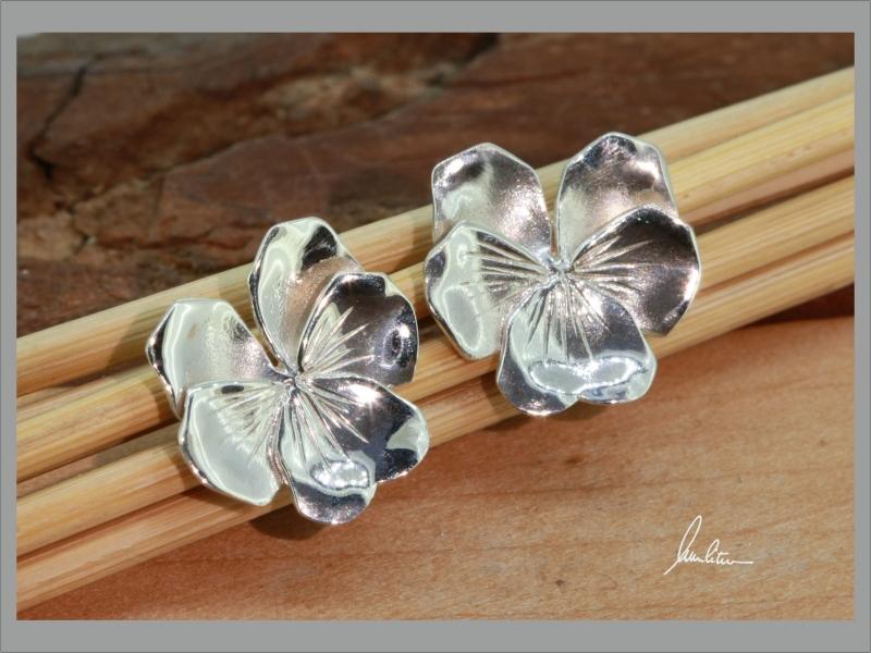 - Ohrstecker in Handarbeit  kleine Blüte Stiefmütterchen kaufen - Ohrstecker in Handarbeit  kleine Blüte Stiefmütterchen kaufen