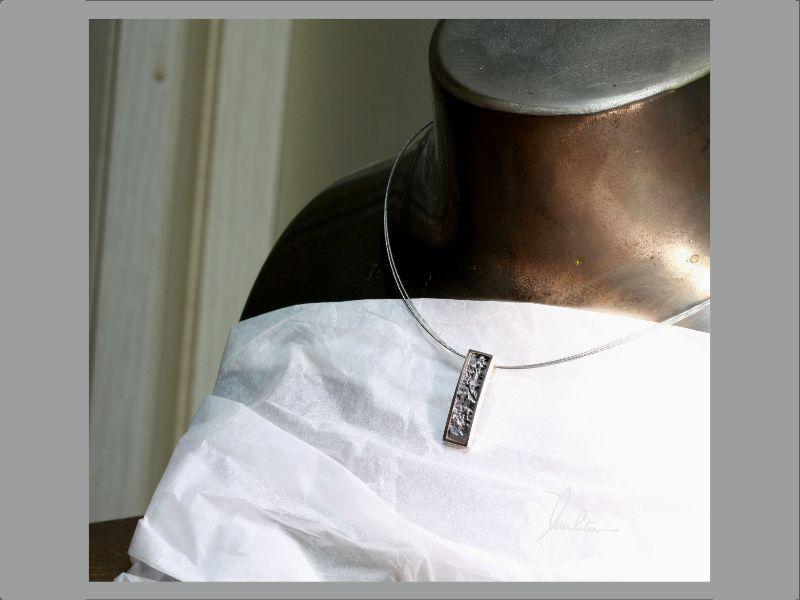 Kleinesbild -  Anhänger in Handarbeit  hergestellt Silber poliert und strukturiert
