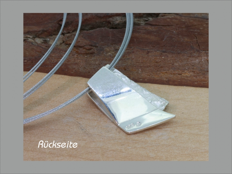 Kleinesbild - Anhänger in Handarbeit  Silber poliert und strukturiert