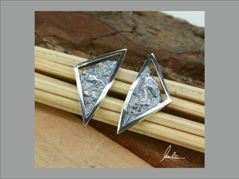 - Ohrringe in Handarbeit gearbeitet mit strukturiertem Silber  - Ohrringe in Handarbeit gearbeitet mit strukturiertem Silber