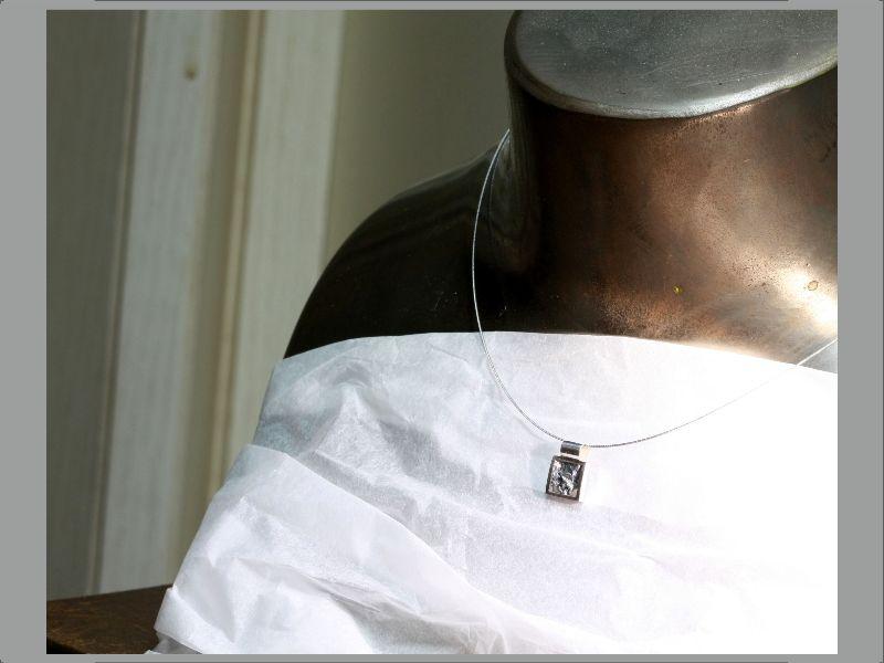 Kleinesbild - kleiner Anhänger in Handarbeit  hergestellt Silber poliert und strukturiert