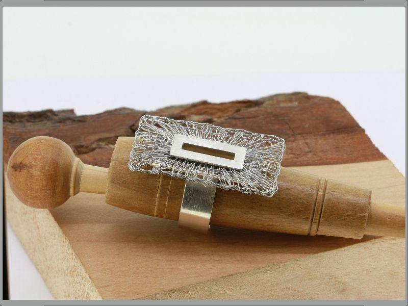 Kleinesbild - Ring Klöppelschmuck und Spinnweben hergestellt in Silber und Edelstahl in Handarbeit
