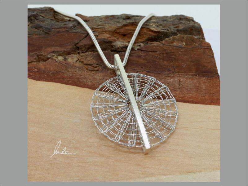 Kleinesbild - Anhänger Klöppelschmuck und Spinnweben in Silber und Edelstahl in Handarbeit hergestellt
