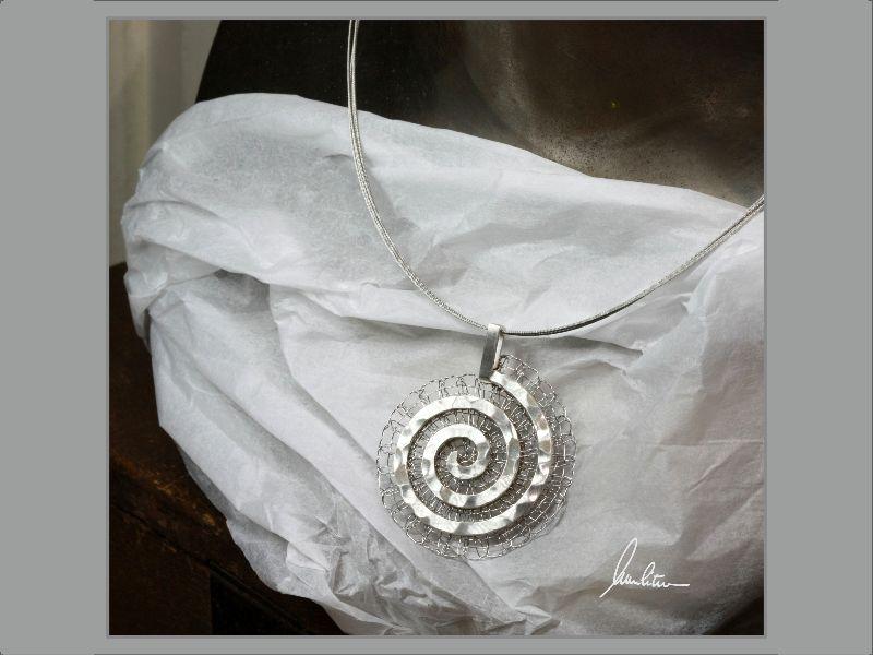 Kleinesbild - Anhänger großes Labyrinth in Silber und Edelstahl  in Handarbeit hergestellt