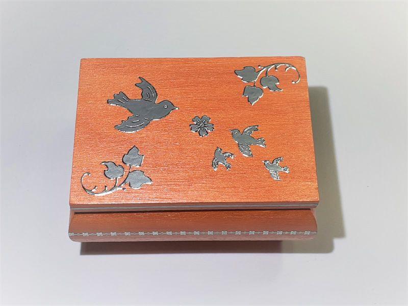 Kleinesbild - Kleines Schatzkästchen, handbemalte und verzierte Holzschachtel, orange und silber