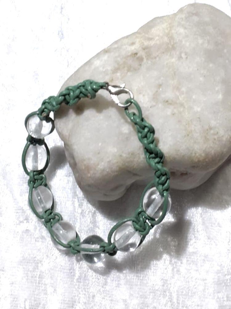 - Handgefertigtes  Leder-Armband, grün für zarte Arme - Handgefertigtes  Leder-Armband, grün für zarte Arme