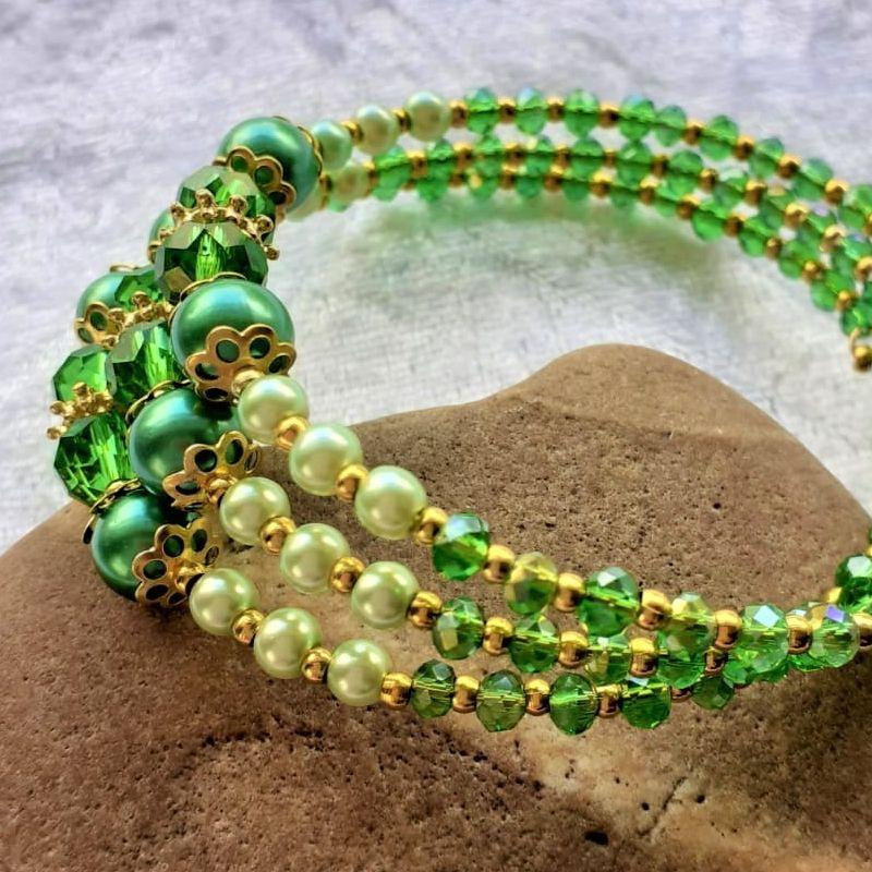 Kleinesbild - Armreifen, Perlenzauber in grün und golden, handgearbeitet *