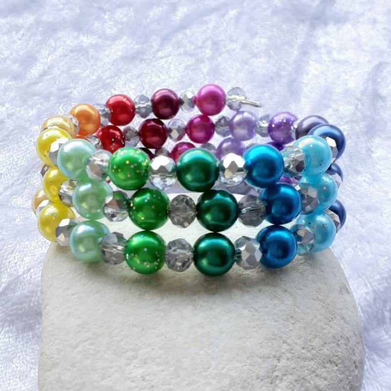 """Kleinesbild - Perlen-Armreifen """"Ein Regenbogen aus Perlen""""  handgearbeitet *"""