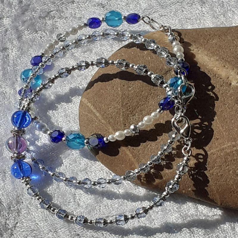 - 3 Armreifen in blau und silbern auf Edelstahldraht als Set - 3 Armreifen in blau und silbern auf Edelstahldraht als Set