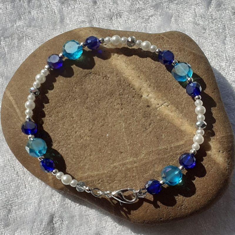Kleinesbild - 3 Armreifen in blau und silbern auf Edelstahldraht als Set
