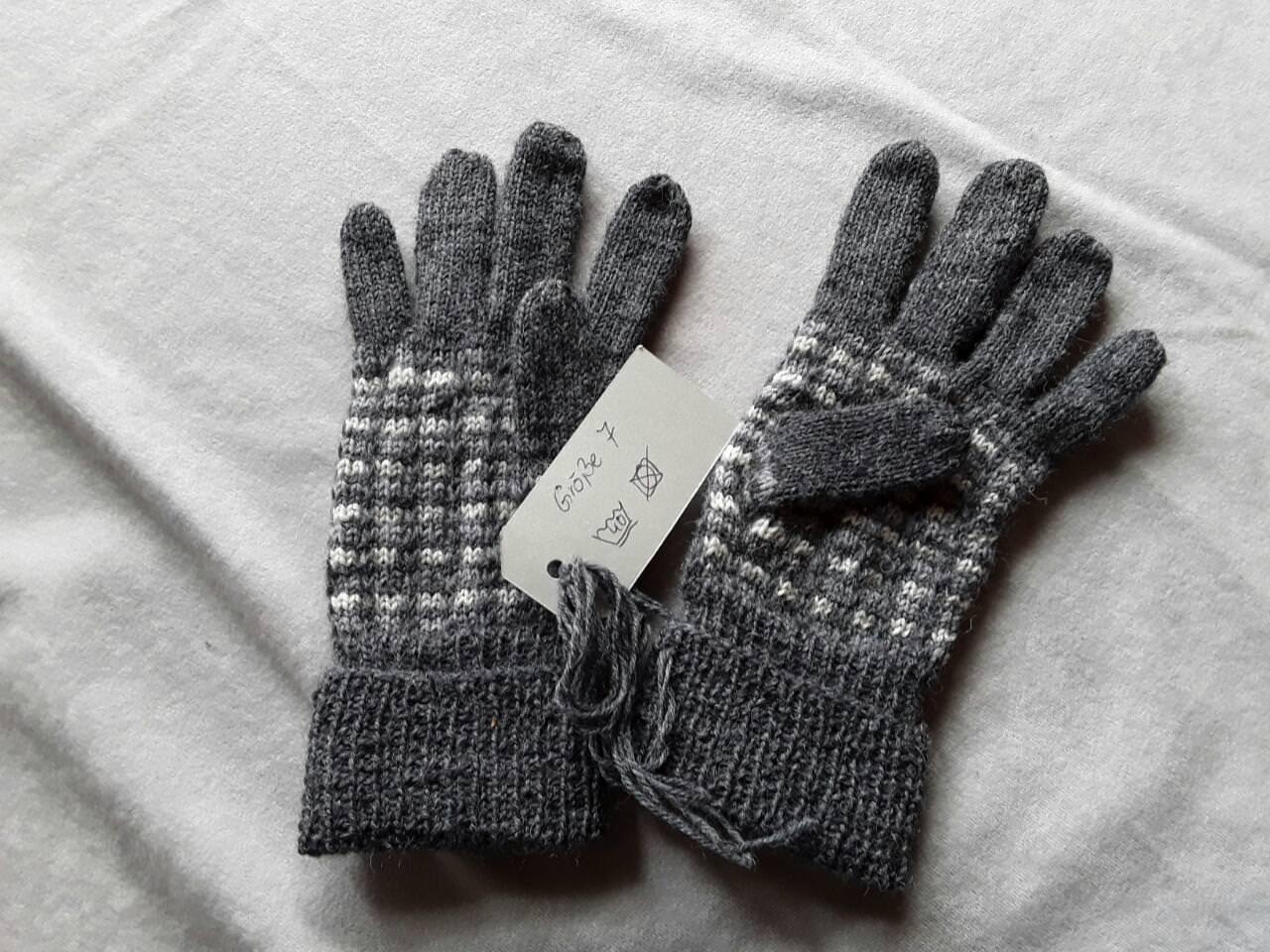 Kleinesbild - Handgestrickte Fingerhandschuhe für Damen