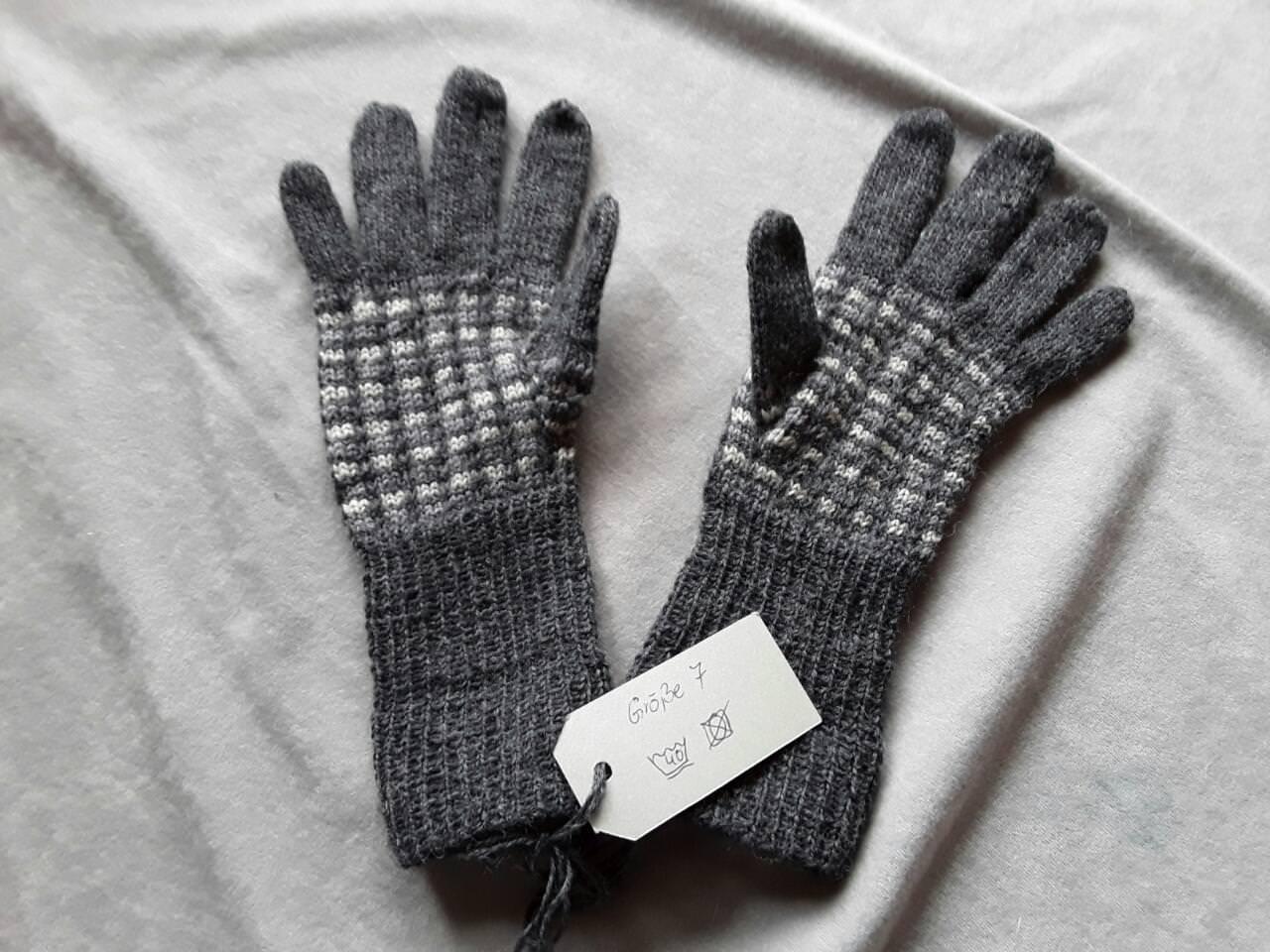 - Handgestrickte Fingerhandschuhe für Damen - Handgestrickte Fingerhandschuhe für Damen