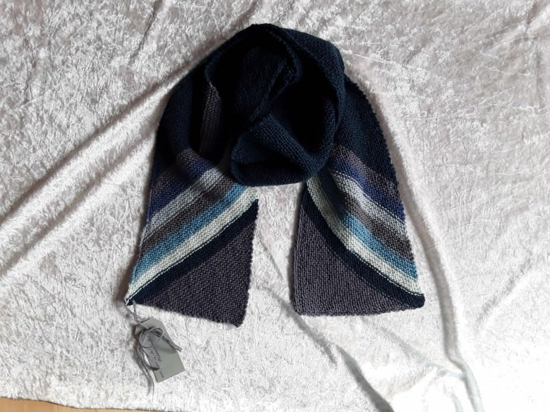 - Handgestrickte Schal - Handgestrickte Schal